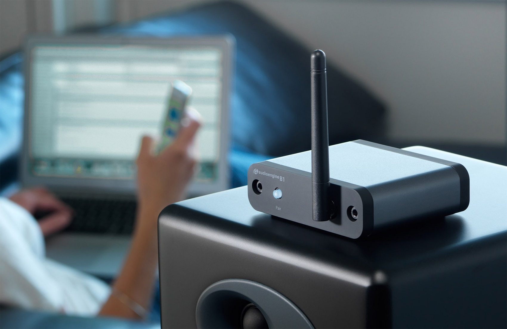 Thiết bị thêm bluetooth cho loa cao cấp AudioEngine B1 Premium Bluetooth Receiver