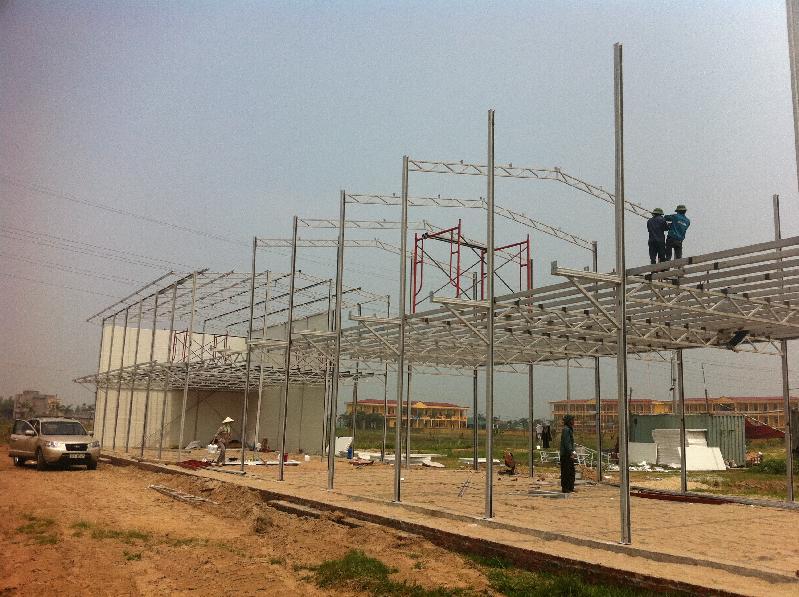 Lắp dựng khung thép nhà lắp ghép 2 tầng