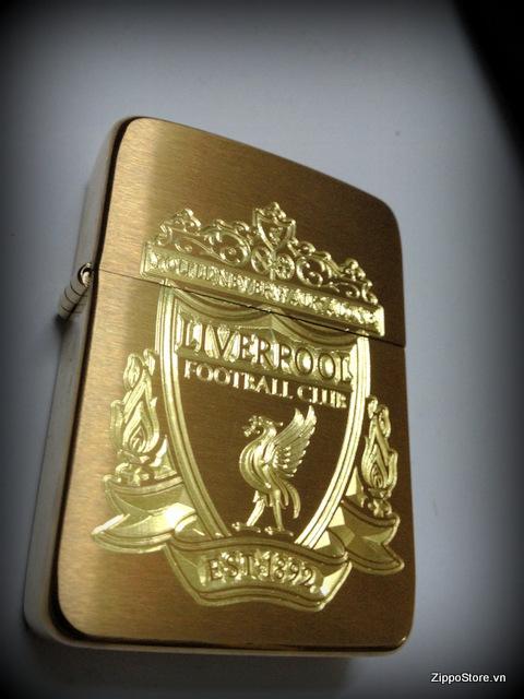 Zippo khac logo Liverpool FC