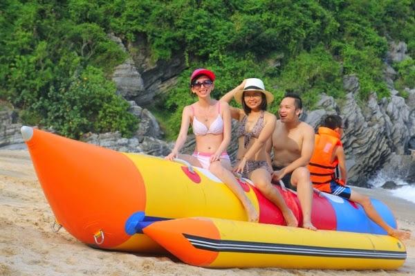 Lướt thuyền chuối ở đảo Cô Tô Con cực sôi động