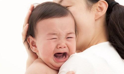 Con quấy khóc khi chưa có vòng dâu tằm