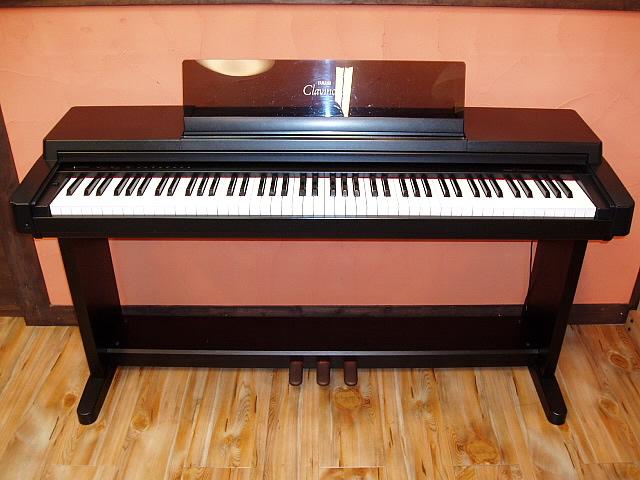 dan-piano-dien-yamaha-ban-chay