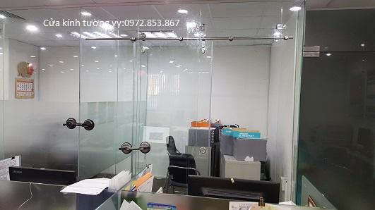 cửa kính cường lực 2 cánh lùa treo thẩm mỹ cao