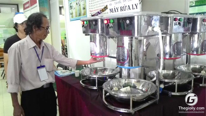 máy rửa ly cốc thủy tinh ông Nguyễn Duy Linh