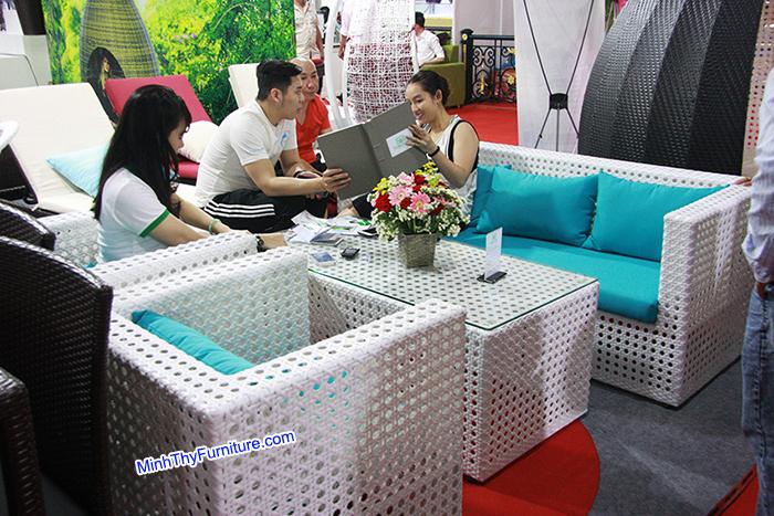 Sofa nhựa giả Mây - kiểu đan mắt cáo