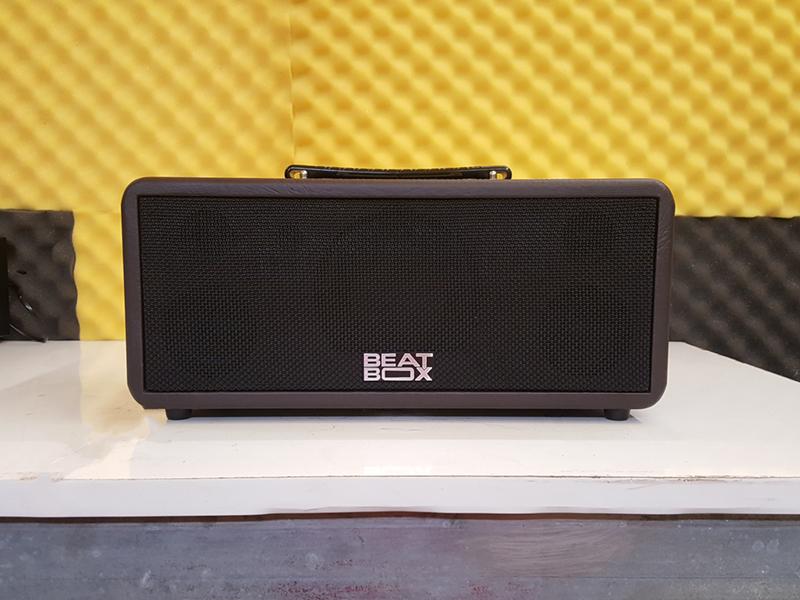 Với tính năng tiện lợi và âm thanh chuẩn, Loa kéo di động Acnos KS361S đã trở thanh sự lựa chọn hàng đầu cho người dùng. Song để đáp ứng thêm nhu cầu của người dùng, Acnos tiếp tục với  Loa kéo di động Acnos KBeatBox KS361MS, với tính năng tốt hơn, đa dụng hơn.