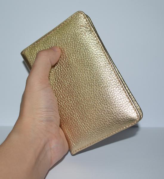 Mẫu ví đựng hộ chiếu màu vàng kim tuyệt đẹp