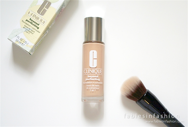 kem nen CLINIQUE BEYOND PERFECTING 2-IN-1  FOUNDATION AND CONCEALER