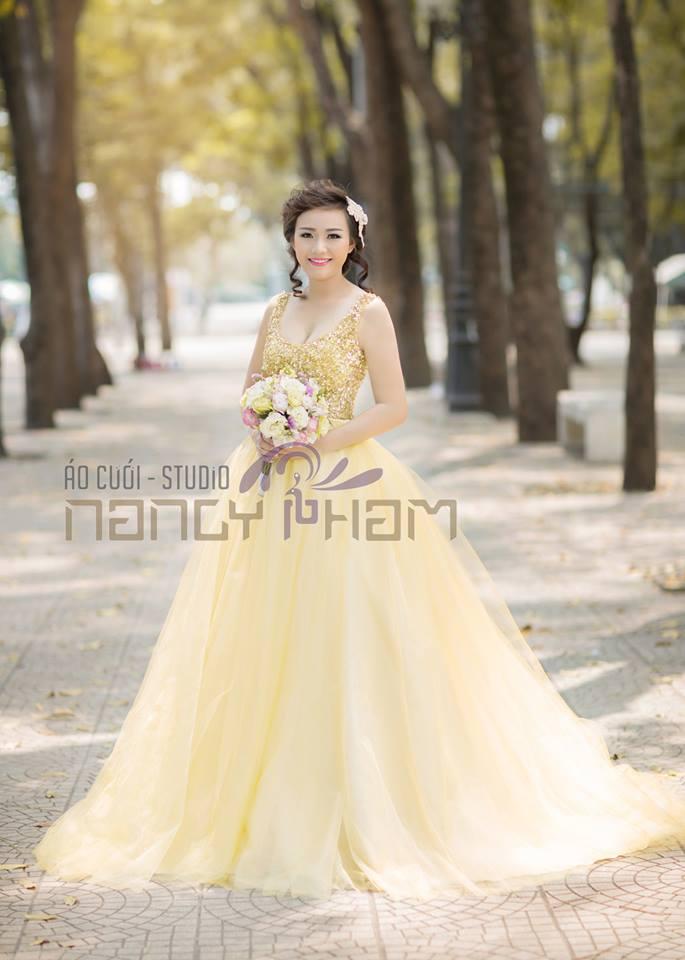 Váy cưới tay ngắn cho cô dâu có bắp tay to