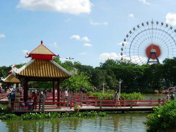 Công viên văn hóa Đầm Sen