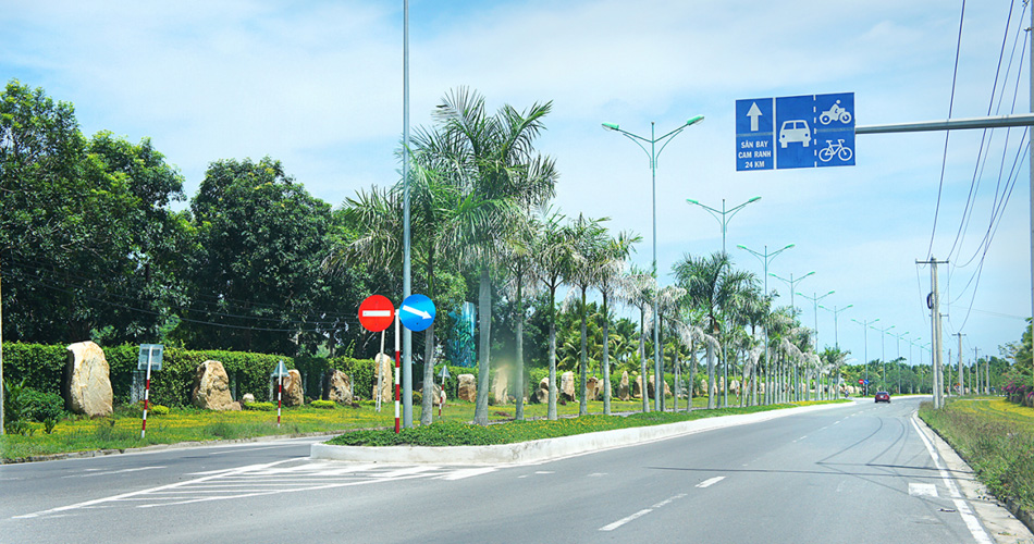 Hình ảnh thực tế 2 làn xe ôtô di chuyển về Golden Bay (Trục đường Nguyễn Tất Thành)