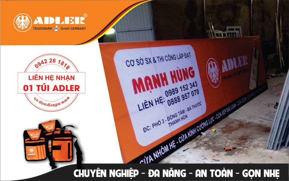Biển hiệu in Bản lề sàn và logo thương hiệu Adler nổi bật tại cơ sở Mạnh Hùng.