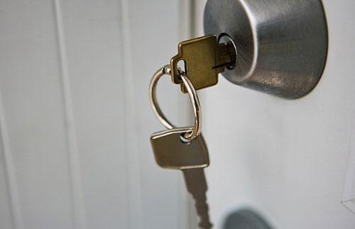 Cách xử lý khi khóa cửa bị kẹt 2