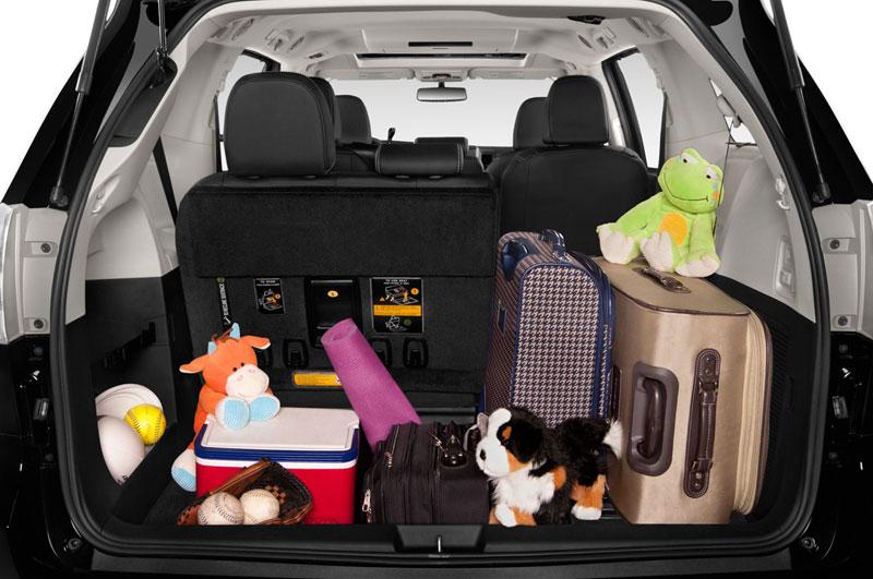 Khoang hành lý, xe Toyota Siena,