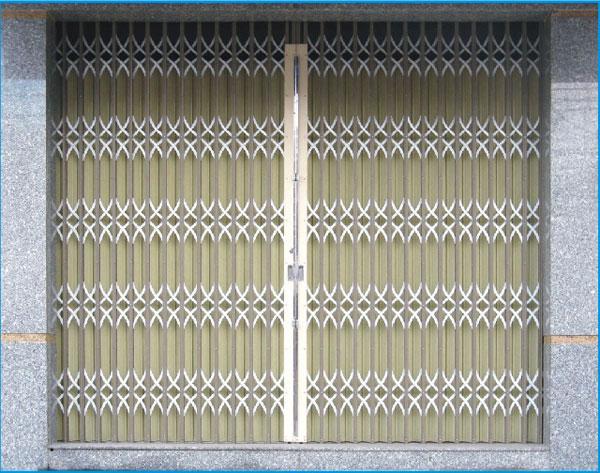 cửa sắt kéo Đài Loan lá vàng kem