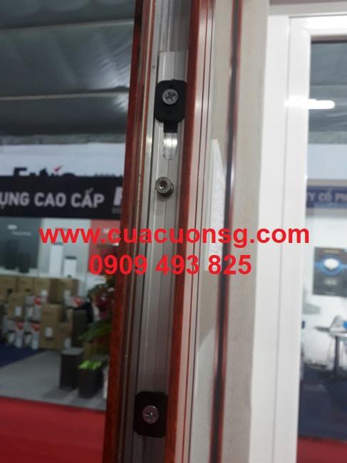 Khung cửa nhôm Xingfa màu vân gỗ mở lùa