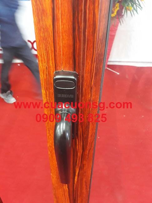 Nắm tay lùa cửa nhôm Xingfa vân gỗ