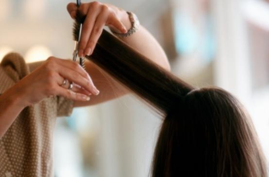 Cắt tỉa không hề làm mái tóc của bạn nhanh dài hơn