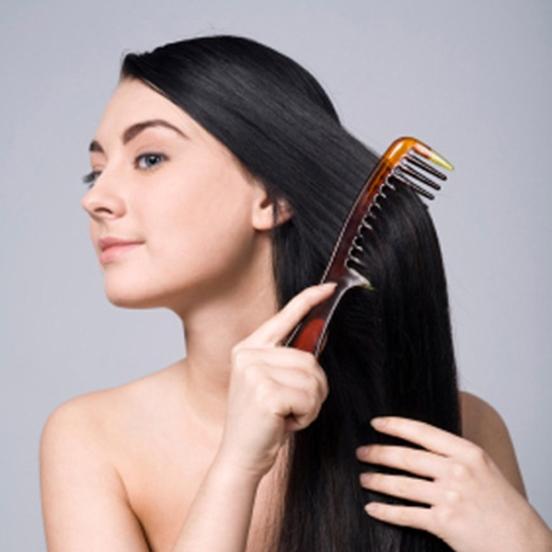 Chải tóc đúng cách để tóc được khỏe hơn