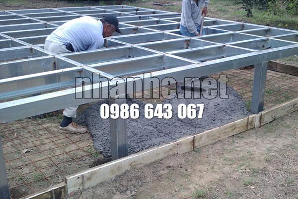 đổ bê tông nền nhà gỗ kết hợp nhà thép lắp ghép