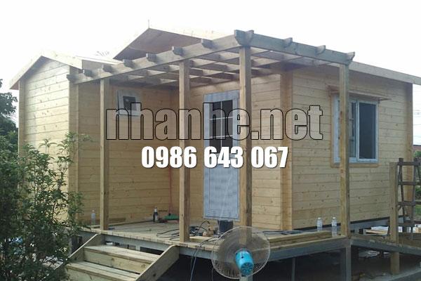 Sảnh nhà gỗ kết hợp nhà thép lắp ghép