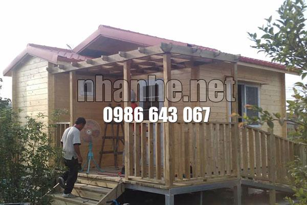Đổ mái nhà gỗ kết hợp nhà thép lắp ghép