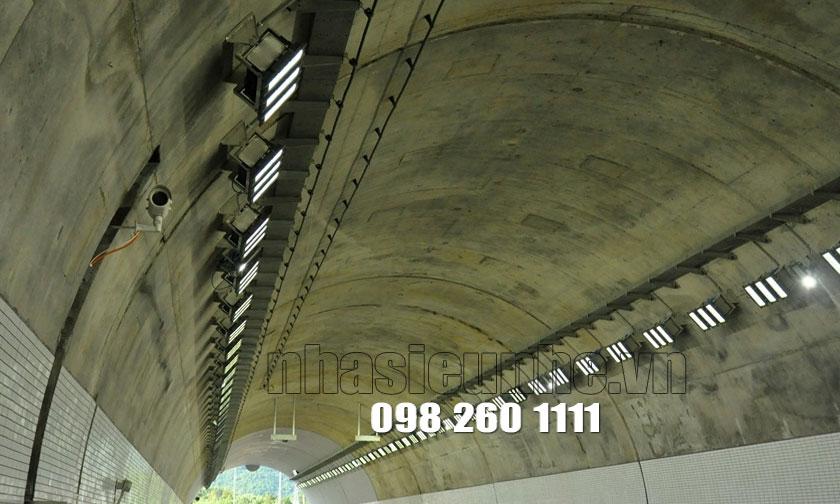 Nhìn từ Bên trong Cửa hầm Đèo Cả