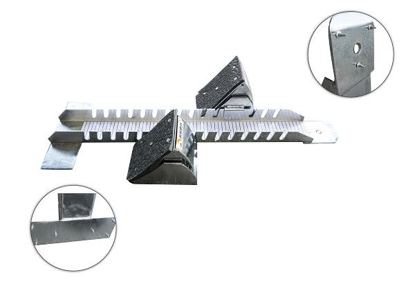 Ở đầu và cuối của đế bàn đạp thiết kế đinh vít giúp bám mặt sàn khi sử dụng