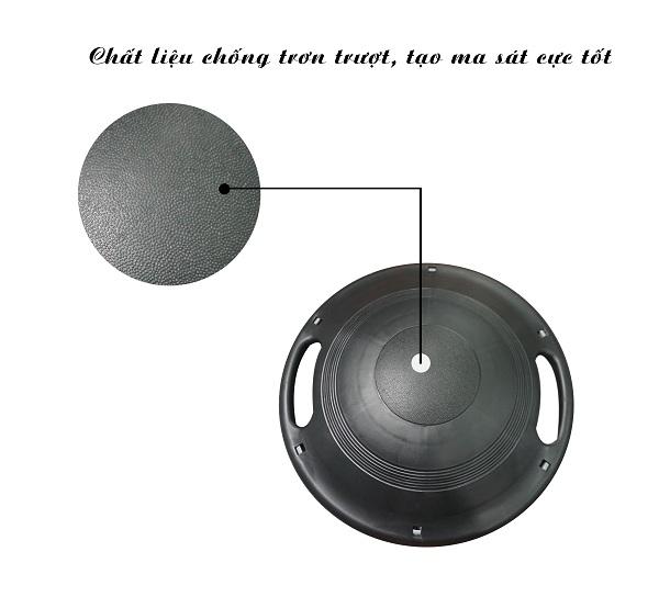 Phần đế có cấu tạo vân nhỏ tăng độ ma sát khi tập, giúp đĩa bám sàn tốt