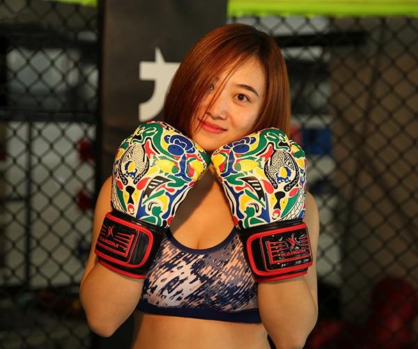 Găng tay Boxing Kangrui KS325 nhìn rất bắt mắt