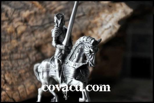 Tượng chiến binh giả cổ trang trí kiểu bạc
