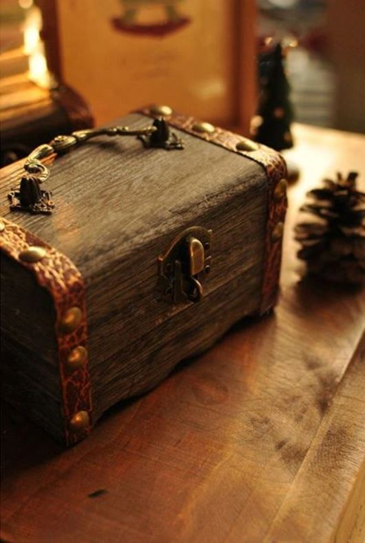 Hộp gỗ giả cổ