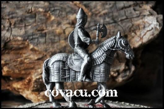 Tượng chiến binh Trung Cổ ngựa thành Troy