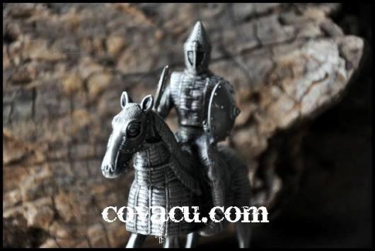 Tượng chiến binh giả cổ tinh tế