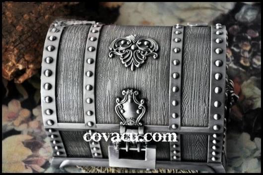 Hộp đựng nữ trang kiểu rương cổ có khóa