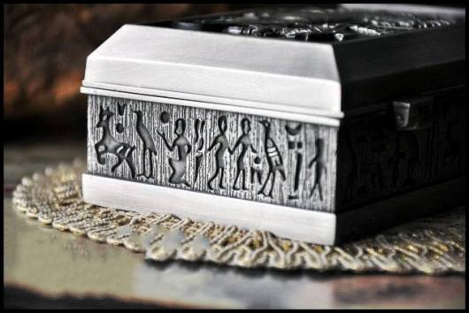 Hộp nữ trang hoa văn cổ điển