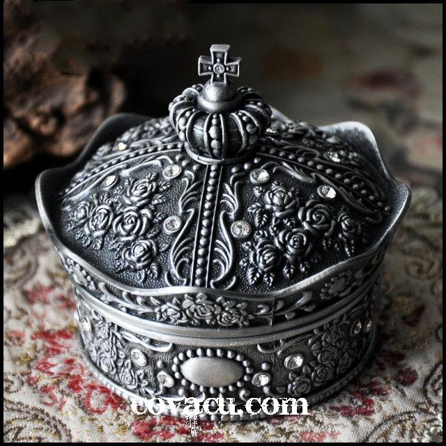 Hộp nữ trang độc đáo Crown