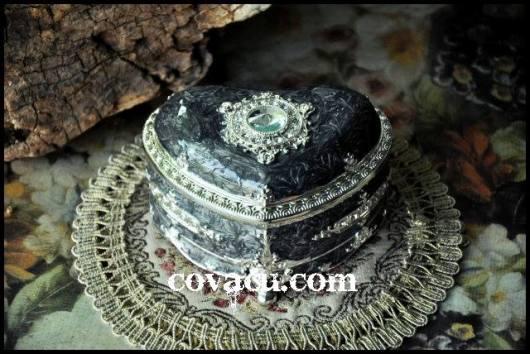 Hộp nữ trang nạm đá cẩm thạch