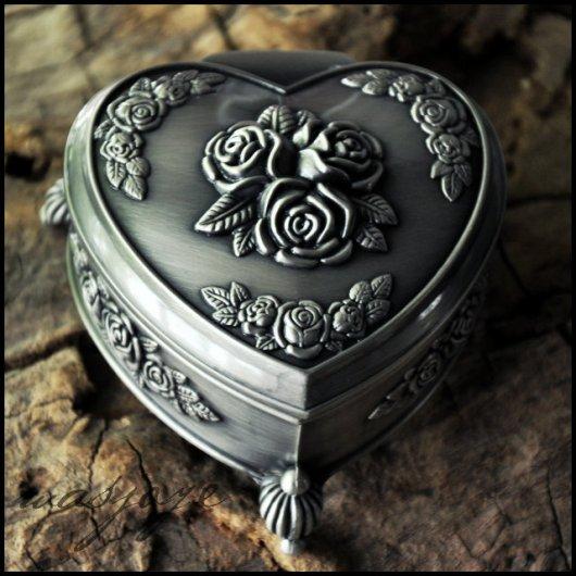 Hộp nữ trang hoa hồng trái tim kiểu bạc