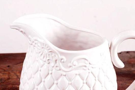 Bình hoa gốm trắng cổ điển