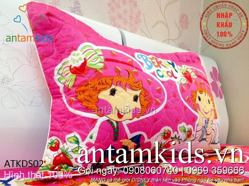 Bộ Chăn ga gối hoạt hình cô bé Dâu Tây ngồi xích đu màu hồng cho bé gái