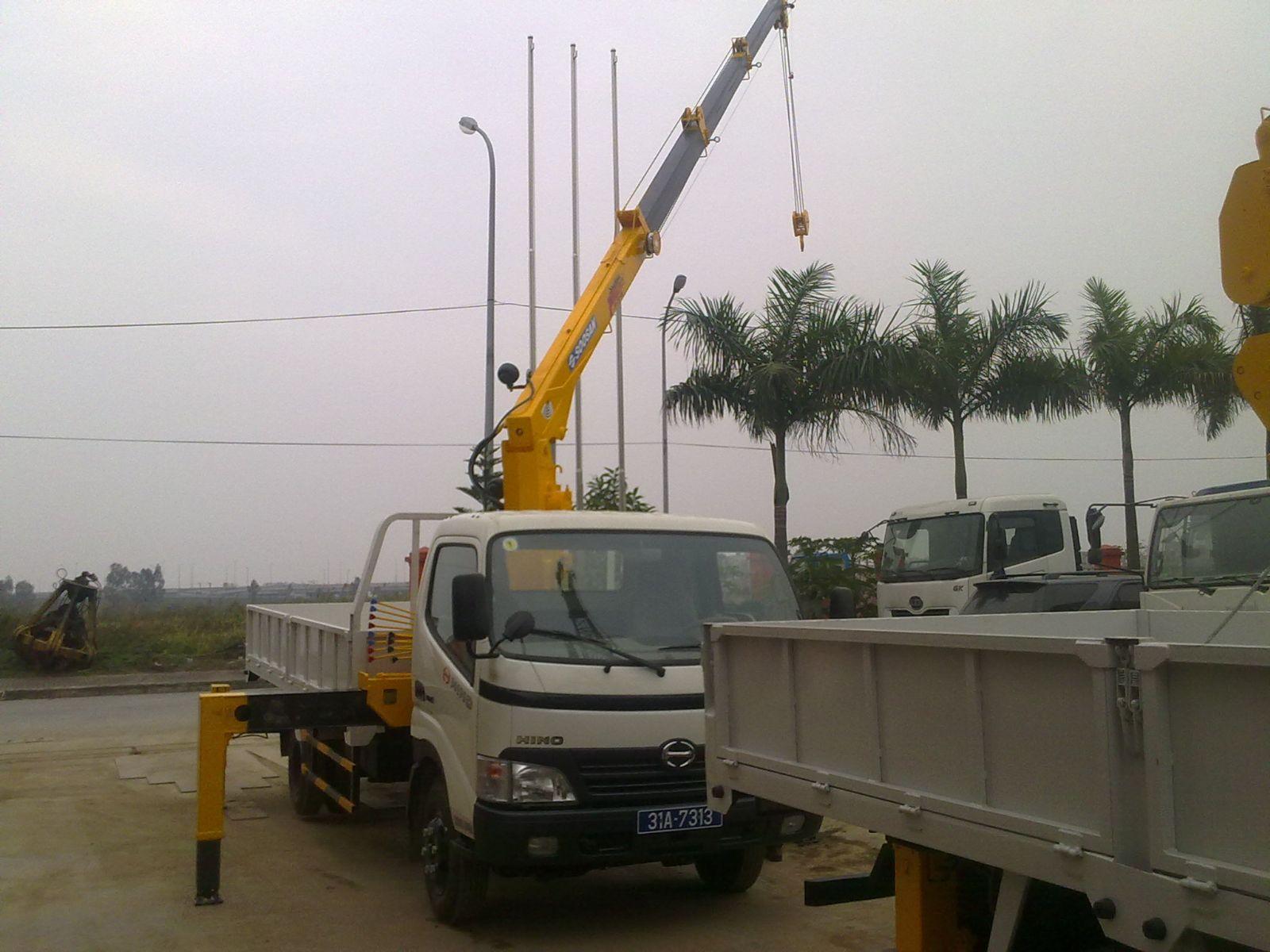 Xe tải gắn cẩu- Hino gắn cẩu 3.2T