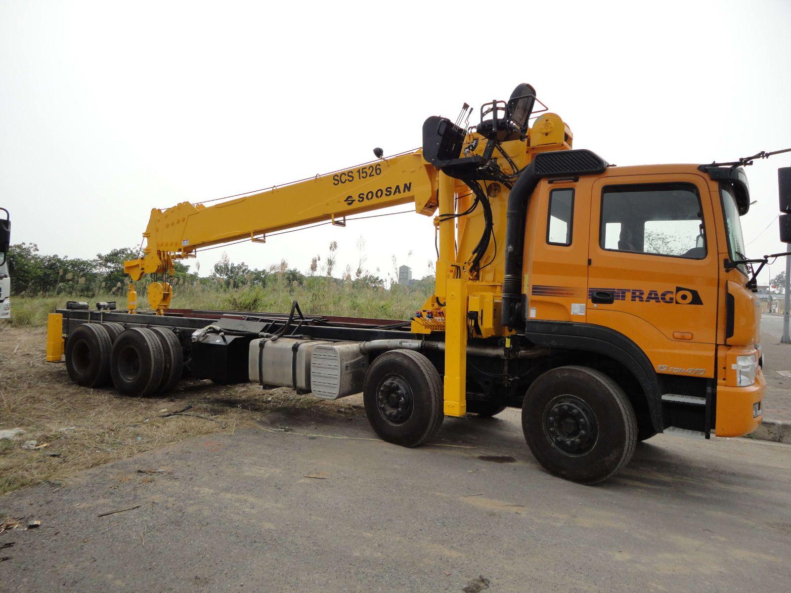 xe cẩu tự hành 12 tấn