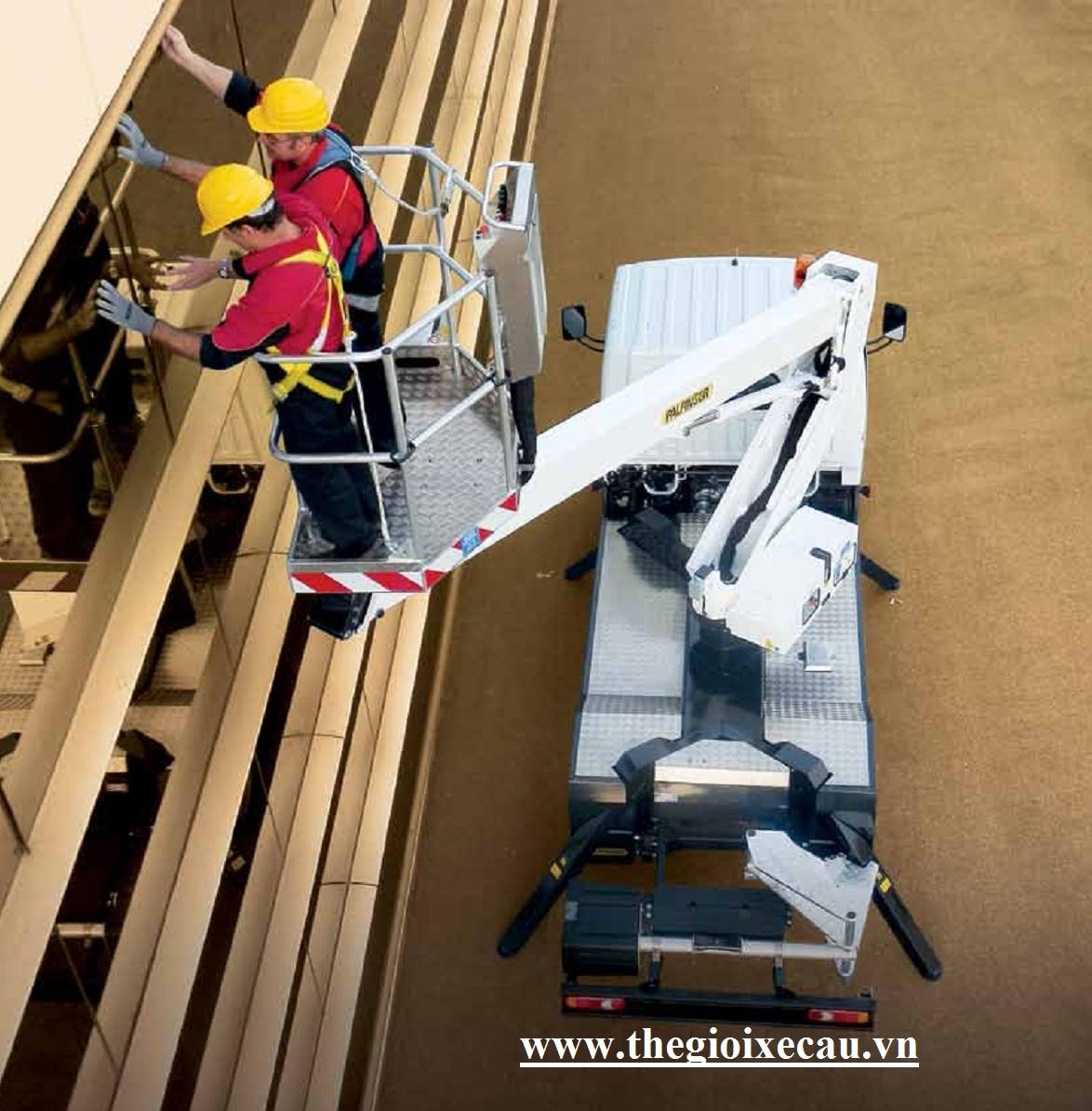 Bán xe nâng người sửa chữa điện trên cao