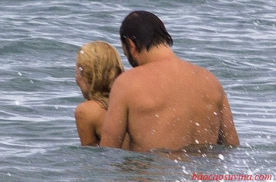 Làm chuyện ấy tại bãi biển, dưới nước