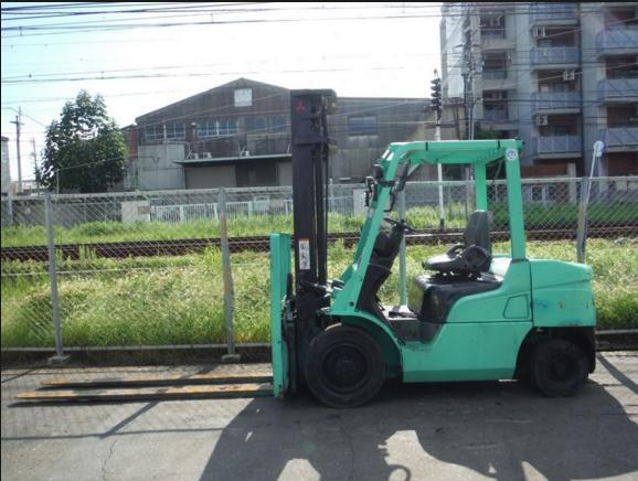 xe nâng động cơ dầu cũ 3 tấn
