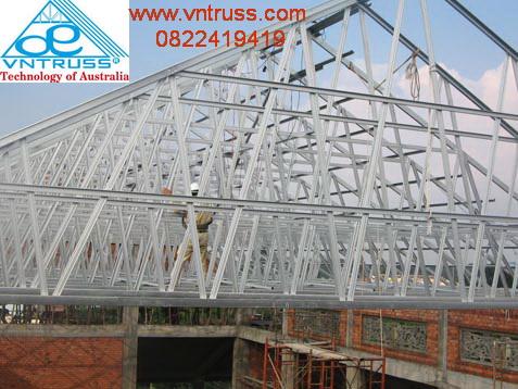 thi công khung kèo xà gồ thép cho kết cấu mái nhà lợp ngói siêu nhẹ
