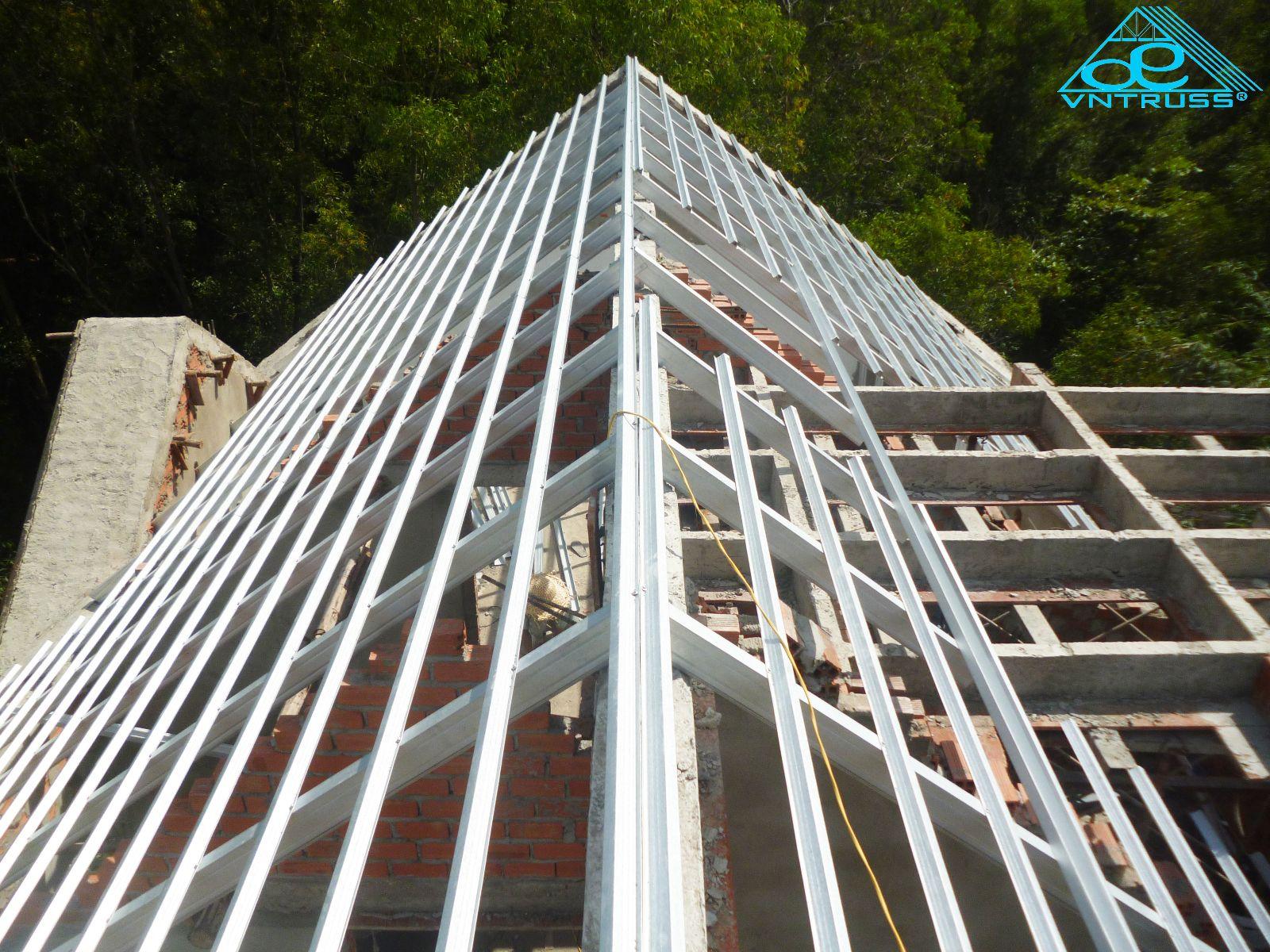 khung kèo thép mạ siêu nhẹ vntruss sản phẩm tốt nhất cho mái nhà lợp ngói
