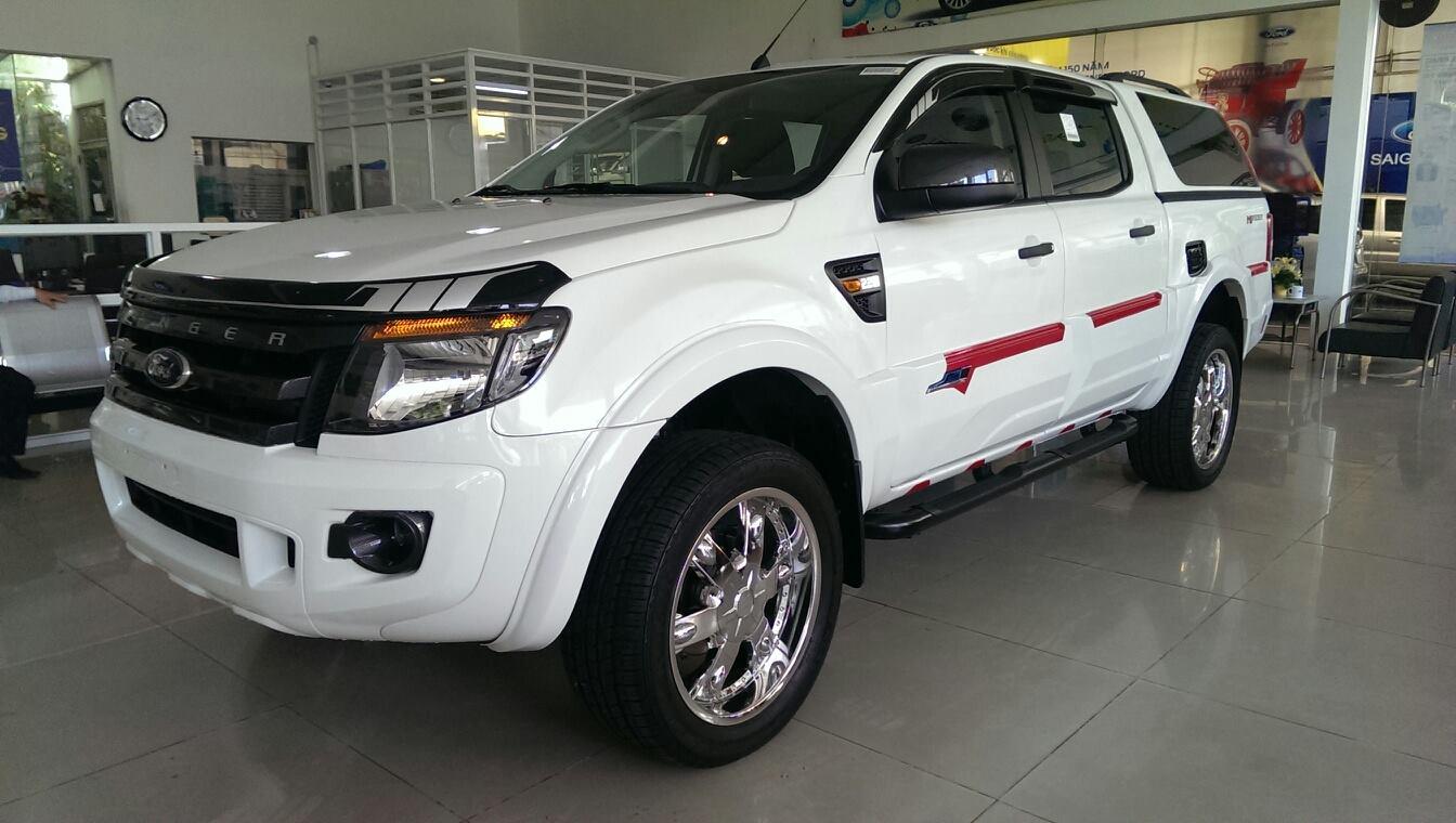 Ford ranger 2014 độ nắp thùng cao màu trắng