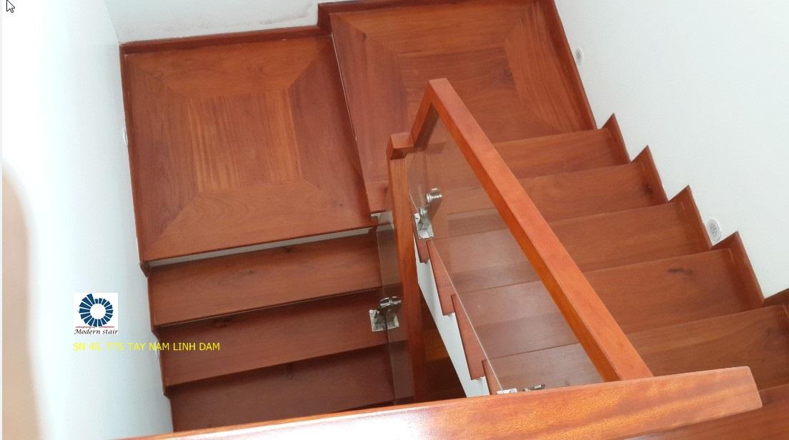 Dễ dàng vệ sinh cau thang kinh mà không sợ ảnh hưởng đến tuổi thọ cầu thang